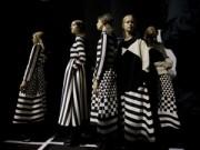 Thời trang - Nín lặng ngắm BST đẹp tinh khiết của Valentino