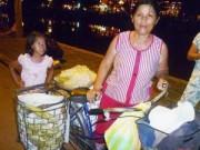 Tin tức - Người phụ nữ gần 20 năm bán bắp, chơi bài chòi ở Hội An