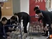 Chuyện lạ - Người đàn ông TQ mang 600kg tiền xu đi mua nhà