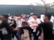 """Tin hot - Clip: Học sinh Hà Nội """"dàn trận"""" đánh nhau"""