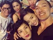 Làng sao - Tóc Tiên vui vẻ đi ăn tối cùng siêu mẫu Xuân Lan