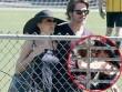 Làng sao - Bắt gặp vợ chồng Brad Pitt ôm hôn thắm thiết
