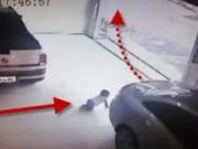 Clip Eva - Bất cẩn lùi xe suýt chèn qua cháu bé