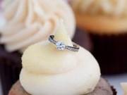 Tin tức - Suýt chết ngạt vì nuốt nhẫn đính hôn trong bánh ngọt