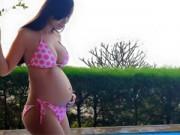 Làng sao - Lê Kiều Như tự tin mặc đồ bơi khoe bụng bầu 7 tháng