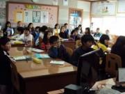Tin tức - Giáo viên Hàn Quốc phạt học sinh uống nước rửa bát