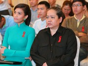 Làng sao sony - Mẹ Trương Thị May luôn theo sát con gái