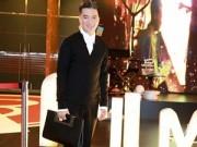 Làng sao - Mr Đàm diện cả cây đồ hiệu đi event tại Hong Kong