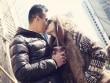Làng sao - Hương Giang Idol lãng mạn hôn bạn trai trên đường phố