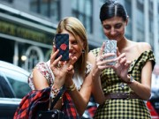 Phụ kiện - Khi điện thoại trở thành phụ kiện thời trang sành điệu