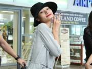 Làng sao - 'Chân dài' Lê Thúy nhí nhảnh tại sân bay Đà Nẵng