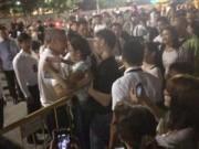 Người dân bật khóc vì hết thời gian viếng ông Lý Quang Diệu