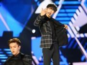 """Làng sao - EXO """"đốn tim"""" khán giả Việt bằng """"Người ấy"""""""