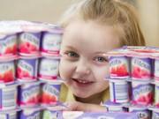 Nuôi con - Bé 4 tuổi không ăn gì ngoài 30 hộp sữa chua mỗi ngày