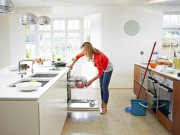 Nhà đẹp - Những sai lầm nghiêm trọng khiến mẹ lau nhà mãi chẳng sạch