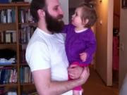 Clip Eva - Bé lạ lẫm và khóc toáng lên khi bố cạo mất râu