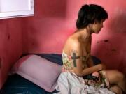 Bộ ảnh xót xa về cuộc đời bi kịch của phụ nữ chuyển giới