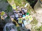 Tin tức - Bắt quả tang nông dân dùng dầu nhớt thải... tưới rau