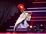 Làng sao - Sơn Tùng M-TP đập vỡ nát cây đàn trên sân khấu