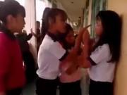 Tin tức - 4 nữ sinh đánh bạn học dã man ngay tại trường
