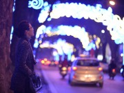 Nhà đẹp - Mãn nhãn đèn hoa trang trí Tết dọc con phố Phan Đình Phùng