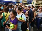 Tin tức - Ảnh: Người dân Venezuela xếp hàng dài chờ mua thực phẩm