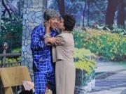 """Clip Eva - Trấn Thành bị Cát Phượng """"cưỡng hôn"""" trên sân khấu"""