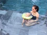 Làm mẹ - Sao hào hứng cho con tập bơi từ khi sơ sinh