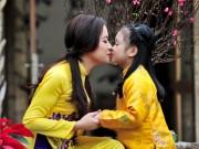 Làm mẹ - Bé gái Hà Nội diện áo dài sáng bừng ngày cận Tết