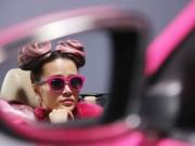 Làng sao - Đông Nhi đầy cá tính với tóc hồng trong dự án