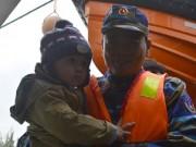 Tin tức - Đưa gần 600 người dân Lý Sơn vượt biển động về quê ăn Tết