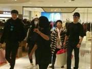 Làng sao - Lý Thần đưa bố mẹ Phạm Băng Băng đi mua sắm Tết