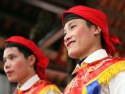 """Độc đáo màn giả gái múa """"đĩ đánh bồng"""" ở Hà Nội"""