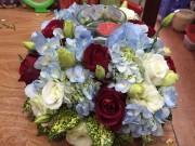 Nhà đẹp - Học cách cắm đĩa hoa cẩm tú cầu thả nến