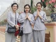 Làng sao - Mẹ con Angela Phương Trinh giản dị đi lễ chùa