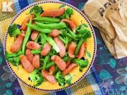 Bếp Eva - Dụ bé ăn rau với món súp lơ, đậu xào xúc xích