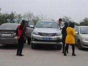 Tin tức - Trái lệnh Thủ tướng, nhiều xe công vẫn vãn cảnh, thăm đền trong giờ hành chính