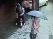 Clip Eva - Người phụ nữ bị tấn công tình dục giữa phố đông người