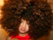 Thời trang - Mẫu nhí 4 tuổi ấn tượng với mái tóc bông xù hút fan ầm ầm