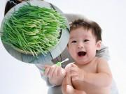 Làm mẹ - Đắp lá hẹ giúp trẻ không đau sốt khi mọc răng?