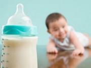 Sức khỏe - Có nên cho con uống sữa thay nước?