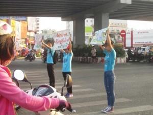 Giới trẻ TP.HCM hưởng ứng chiến dịch Giờ trái đất