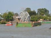 Tin tức - Khởi tố điều tra vụ xà lan đâm sập cầu Ghềnh ở Đồng Nai