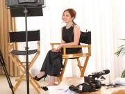 Làng sao - Thanh Thúy duyên dáng khi được đài Australia phỏng vấn