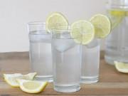 Sức khỏe - Những tác hại không ngờ khi uống nước chanh giảm cân