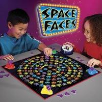 Chơi game đúng cách có thể giúp trẻ thông minh hơn. (Ảnh minh họa).