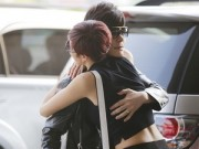 Làng sao - Nathan Lee ôm Phương Mai thắm thiết ngoài sân bay