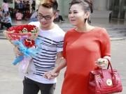 Thời trang - Thu Minh đeo túi da cá sấu gần nửa tỷ đi chấm thi