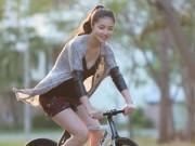 Thời trang - Triệu Thị Hà bỏ xế hộp khoe dáng với xe đạp