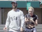 Miley Cyrus lại quấn quýt bên bạn trai sau scandal